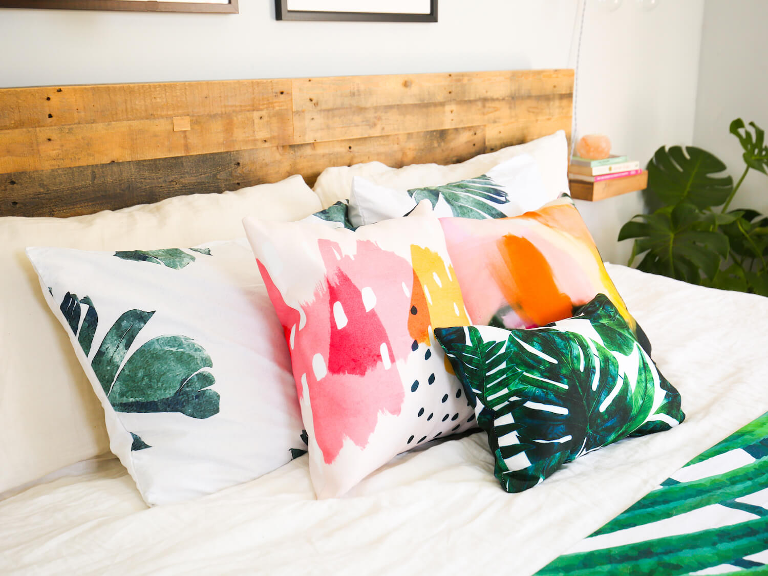 Tips To Arrange Beautiful Pillow On Bed