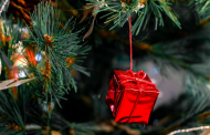 5 Impressive Ways to Present a Special Gift