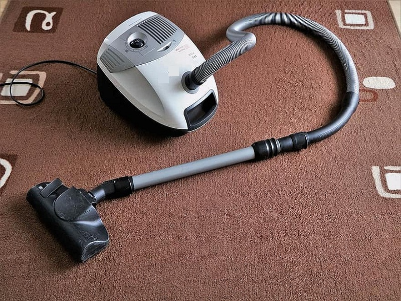 A Complete Guide to Cleaning and Maintaining Carpets